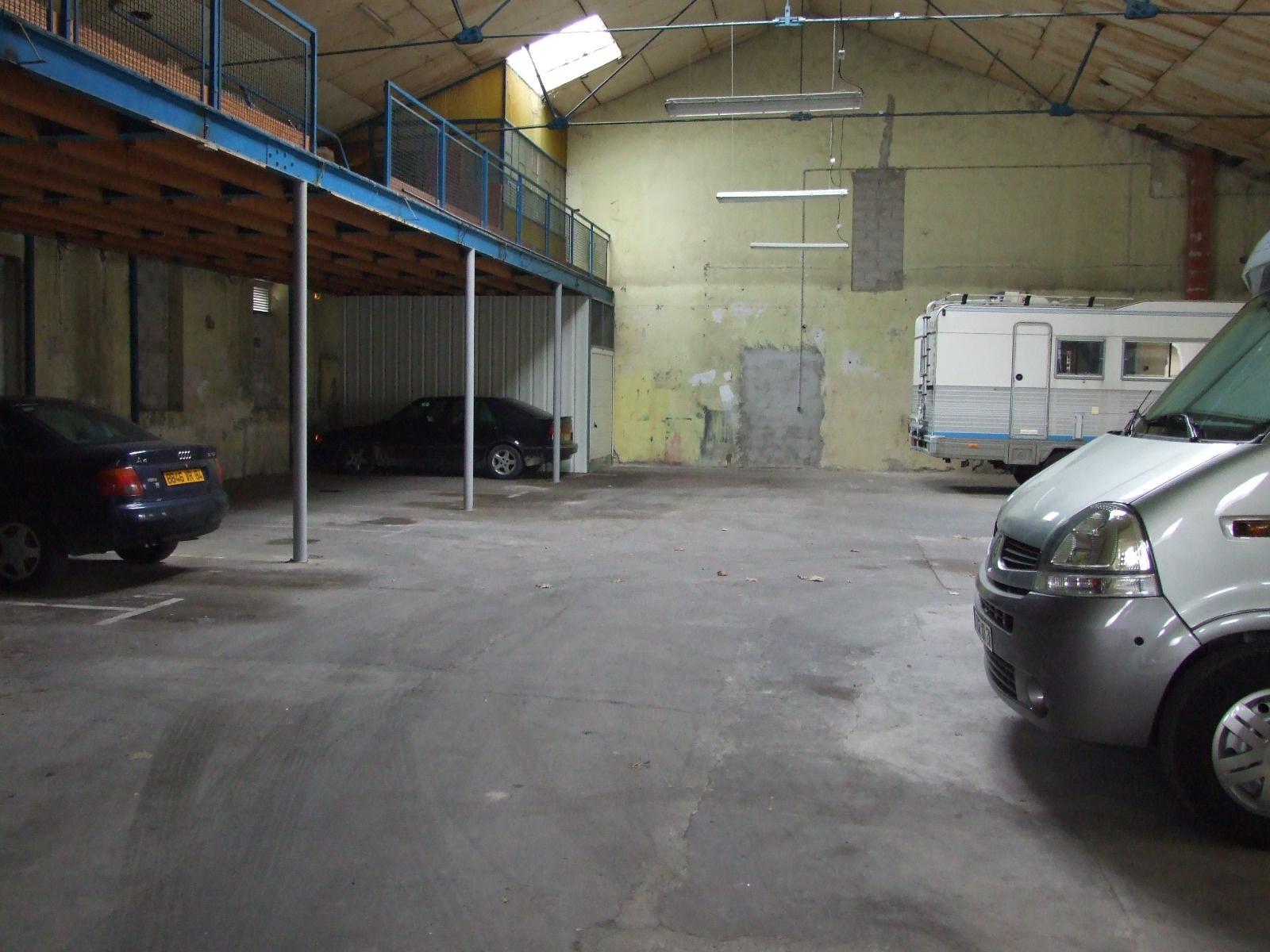 location garage parking valr as 84600 sur le partenaire. Black Bedroom Furniture Sets. Home Design Ideas